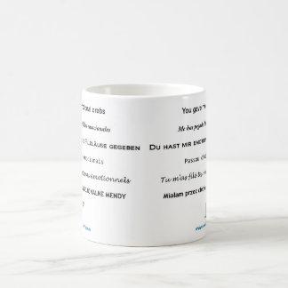 Cangrejos emocionales todos para arriba en su taza de café