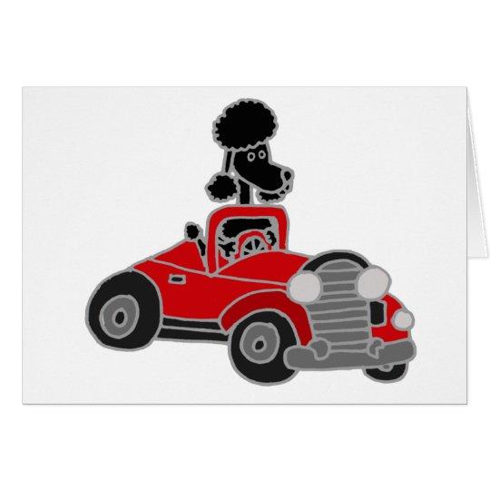 Caniche negro que conduce el coche convertible tarjeta de felicitación
