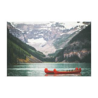 Canoa en el cielo de la montaña el | del agua el | lienzo