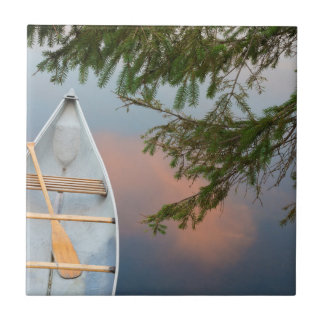 Canoa en el lago en la puesta del sol, Canadá Azulejo De Cerámica