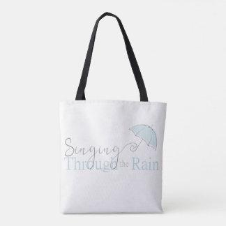 Canto a través de la bolsa de asas de la lluvia
