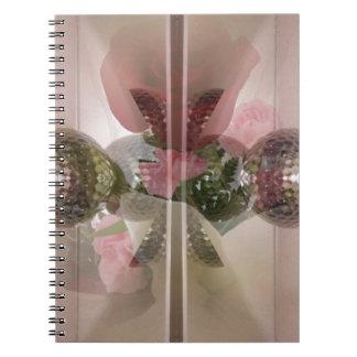 Capa rosa clara del botón de cristal moderno del libro de apuntes