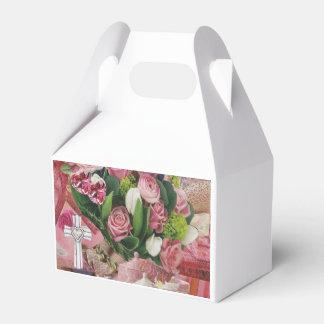 Capas y texturas de la caja rosada del favor