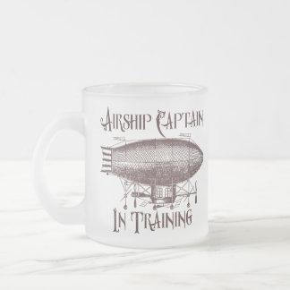 Capitán del dirigible en el entrenamiento, taza de cristal esmerilado