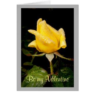 Capullo de rosa amarillo de la tarjeta del día de