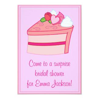 Capullo de rosa y corazón nupciales de la invitacion personal