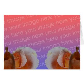 Capullos de rosa del melocotón florales su tarjeta