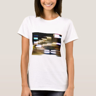 Car in street in urban city lights with distortion camiseta