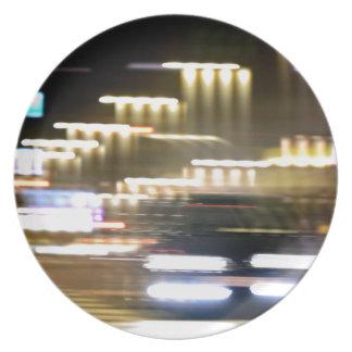 Car in street in urban city lights with distortion plato de comida