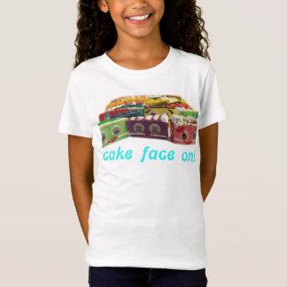Cara de la torta en camiseta de los chicas