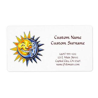 Cara de luna feliz del sol del dibujo animado del etiqueta de envío