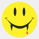 Cara del smiley del vampiro pegatina redonda