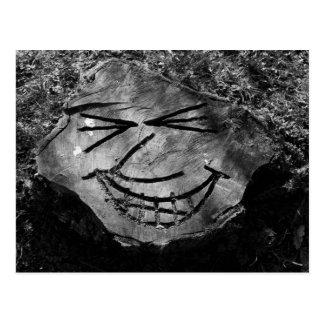 Cara del tocón de árbol postal