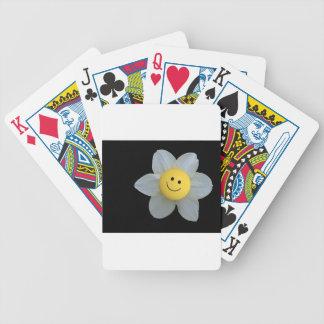 Cara feliz barajas de cartas