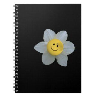 Cara feliz libro de apuntes con espiral