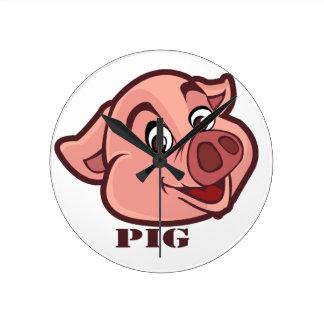 Cara feliz sonriente del cerdo reloj redondo mediano