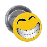 Cara grande amarilla del smiley de la mueca pins