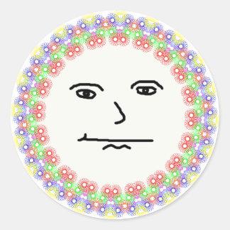 Cara sonriente de la sol de la belleza de la pegatina redonda
