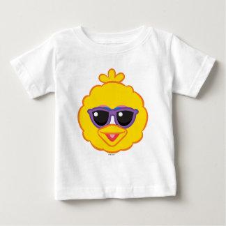 Cara sonriente del pájaro grande con las gafas de camiseta de bebé