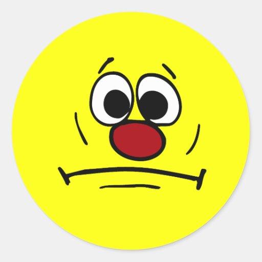 Cara sonriente dimitida Grumpey Etiqueta Redonda