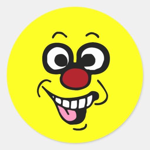 Cara sonriente divertida Grumpey Etiqueta Redonda