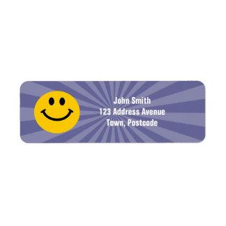 Cara sonriente feliz etiquetas de remite