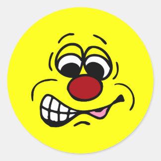 Cara sonriente Grumpey del empleado contrariedad Pegatinas Redondas