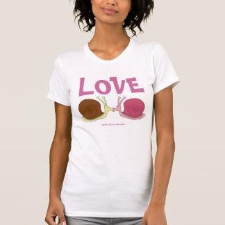 Caracoles en la camiseta básica de las señoras del