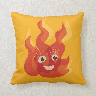 Carácter ardiente feliz de la llama del fuego cojín decorativo