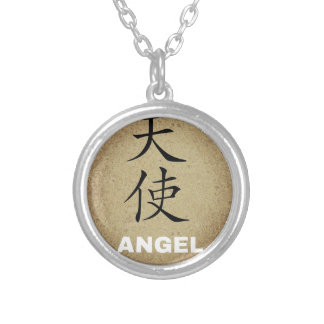Carácter chino del ángel collar plateado