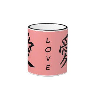 Carácter de kanji para el monograma del amor taza a dos colores
