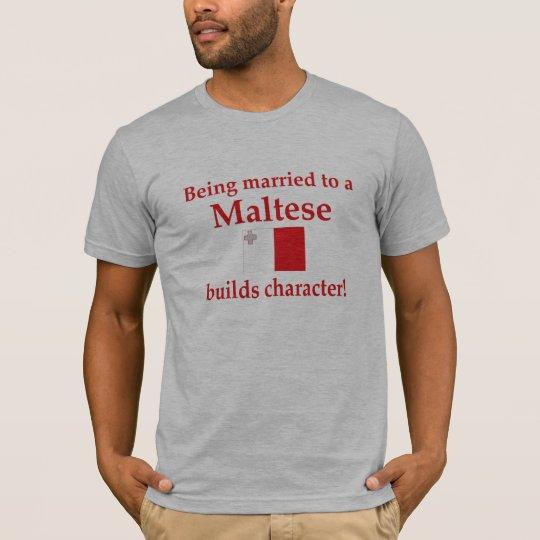 Carácter maltés de las estructuras camiseta