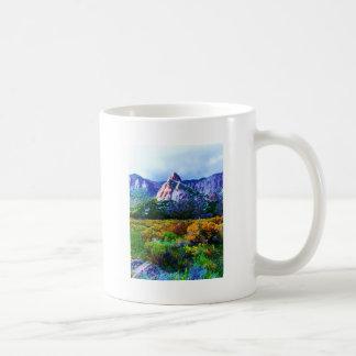 Característica de la roca del granito en el valle tazas de café