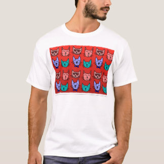 Caras del gato en rojo camiseta