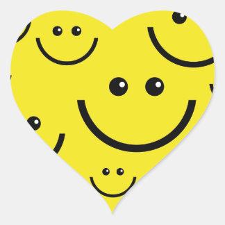 Caras sonrientes pegatina en forma de corazón