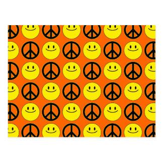 Caras y signos de la paz sonrientes postal