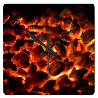 Carbones ardientes candentes reloj cuadrado