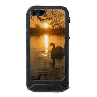 Carcasa De Iphone 5 Incipio Atlas Id Puesta del sol con el cisne
