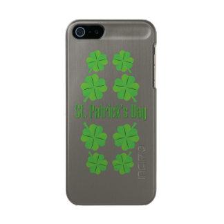 Carcasa De Iphone 5 Incipio Feather Shine El día de St Patrick con el trébol