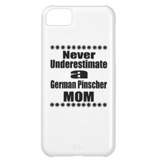 Carcasa iPhone 5C Nunca subestime a la mamá alemana del Pinscher