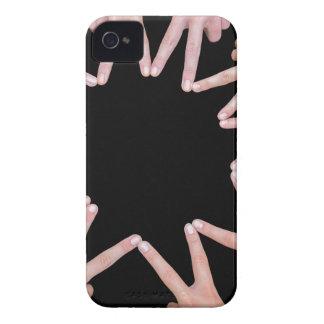Carcasa Para iPhone 4 De Case-Mate Los brazos de chicas dan la fabricación de la