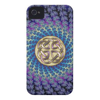 Carcasa Para iPhone 4 De Case-Mate Nudo céltico de oro en un fractal espiral colorido