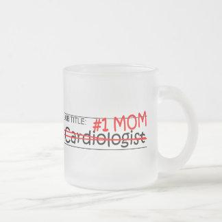 Cardiólogo de la mamá del trabajo taza de cristal esmerilado