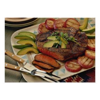 Carne asada de carne de vaca cortada con las cebol anuncio personalizado