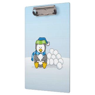Carpeta De Pinza Pequeño pingüino que se sienta con las bolas de