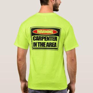 Carpintero amonestador en la camiseta del área