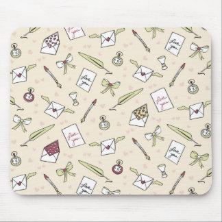 Cartas de amor con alas, lazos, relojes y plumas alfombrilla de ratón