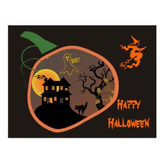 Casa encantada en una postal de Halloween de la