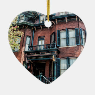Casa histórica del Victorian de Georgia de la Adorno Navideño De Cerámica En Forma De Corazón
