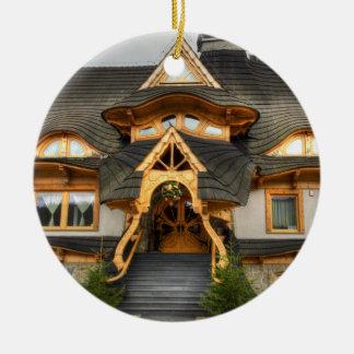 Casa polaca de madera en Zakopane Adorno Navideño Redondo De Cerámica